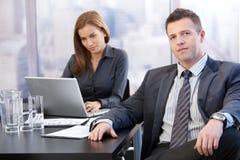 Saliência e assistente no quarto de reunião Imagem de Stock