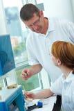 Saliência em um laboratório dental fotos de stock