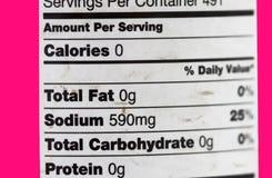 Sali gli ingredienti ed identifichi l'indicazione del grasso zero di grammo immagine stock