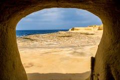 Sali le pentole situate vicino a Qbajjar sull'isola maltese di Gozo Inquadratura originale fotografie stock