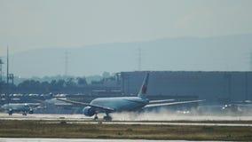 Salida de Air Canada Boeing 777 almacen de video