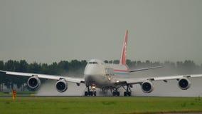 Salida de Cargolux Boeing 747 almacen de metraje de vídeo
