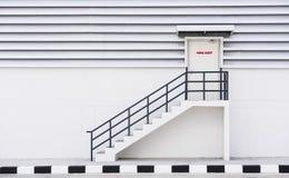 Salida de emergencia del edificio Imágenes de archivo libres de regalías