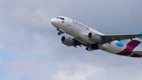 Salida de Eurowings Airbus 319 almacen de metraje de vídeo