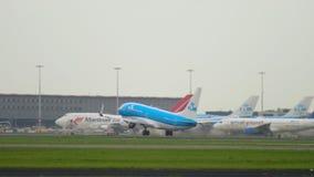 Salida de KLM Boeing 737 almacen de video