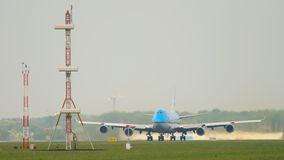 Salida de KLM Boeing 747 almacen de metraje de vídeo