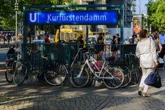 Salida de Kurfurstendamm U-Bahn en Berlín Imagen de archivo