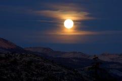 Salida de la luna de la punta del glaciar Imagen de archivo libre de regalías