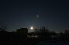 Salida de la luna en el pueblo Fotos de archivo libres de regalías