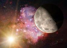 Salida de la luna en un cielo estrellado Foto de archivo libre de regalías
