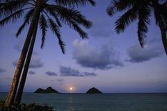 Salida de la luna pacífica en Hawaii fotografía de archivo libre de regalías