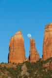 Salida de la luna roja de la roca Imagenes de archivo