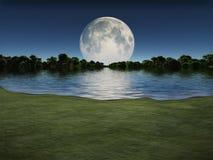Salida de la luna sobre el lago Foto de archivo