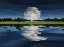 Salida de la luna sobre el lago Fotos de archivo libres de regalías