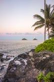Salida de la luna sobre Lanikai, Hawaii imágenes de archivo libres de regalías