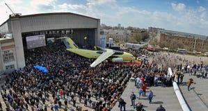 Salida de la planta de fabricación de los nuevos aviones Antonov An-178 del transporte, el 16 de abril de 2015 Imágenes de archivo libres de regalías