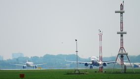 Salida de Transavia Boeing 737 almacen de video
