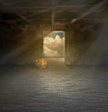 Salida de un cuarto oscuro Imagen de archivo libre de regalías