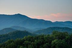 Salida del sol ahumada de la montaña Imagen de archivo libre de regalías