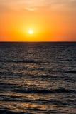 Salida del sol anaranjada del cielo de la mañana Fotografía de archivo libre de regalías