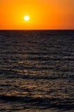 Salida del sol anaranjada del cielo de la mañana Foto de archivo