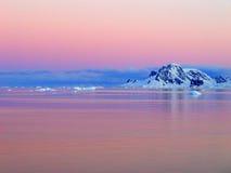 Salida del sol, Ant3artida Imagen de archivo libre de regalías