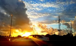 Salida del sol asombrosa imagenes de archivo