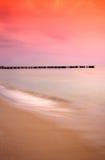 Salida del sol asombrosa en la costa polaca Imagen de archivo