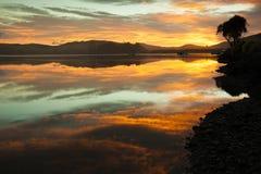 Salida del sol, bahía de Waikawa Fotografía de archivo