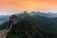 Salida del sol bajo majestad de la Gran Muralla Fotos de archivo libres de regalías