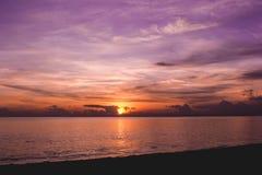 Salida del sol beliceña hermosa imagen de archivo libre de regalías