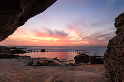 Salida del sol bonita en la piscina Maroubra de Mahon Foto de archivo libre de regalías