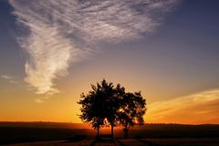 Salida del sol brumosa foto de archivo libre de regalías