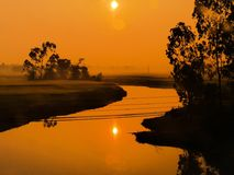 Salida del sol brumosa Fotos de archivo