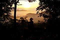 salida del sol brumosa de Mrauk U, estado de Rakhine, Myanmar, Birmania imagen de archivo libre de regalías