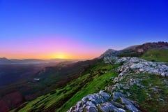 Salida del sol cerca de la montaña de Gorbea Imágenes de archivo libres de regalías