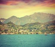 Salida del sol colorida del verano en el lago Como Fotos de archivo libres de regalías
