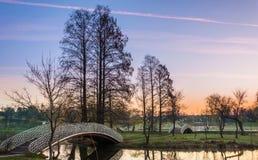 Salida del sol colorida en parque Foto de archivo libre de regalías