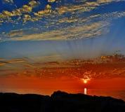 Salida del sol colorida sobre el lago Michigan en el puerto Washington Wisconsin Imagenes de archivo