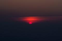 Salida del sol completa en la luz de la mañana Foto de archivo libre de regalías