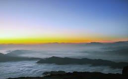 Salida del sol con el mar de nubes Foto de archivo libre de regalías