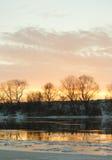 Salida del sol con el río del invierno Fotografía de archivo