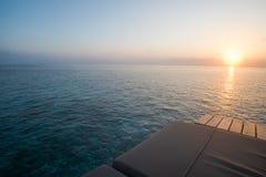 Salida del sol con la opinión del mar Foto de archivo