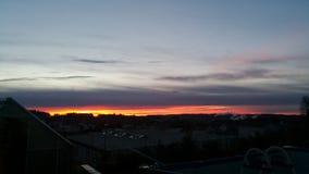 Salida del sol con las nubes oscuras Imagen de archivo libre de regalías
