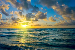 Salida del sol, costa de Océano Atlántico fotografía de archivo libre de regalías