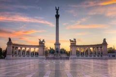 Salida del sol cuadrada de Budapest de los héroes Imágenes de archivo libres de regalías