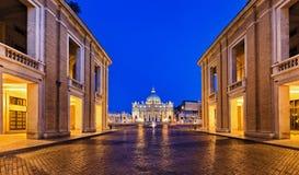 Salida del sol cuadrada de la entrada del Vaticano Imágenes de archivo libres de regalías