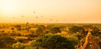 Salida del sol de Bagan foto de archivo