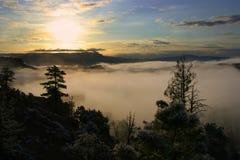 Salida del sol de Bryce con niebla Imagen de archivo