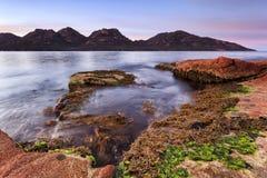 Salida del sol de la bahía de Freycinet Coles Foto de archivo libre de regalías